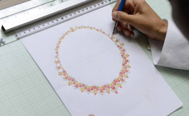 Creating jewelleryDesign Manawmaya House of Jewels